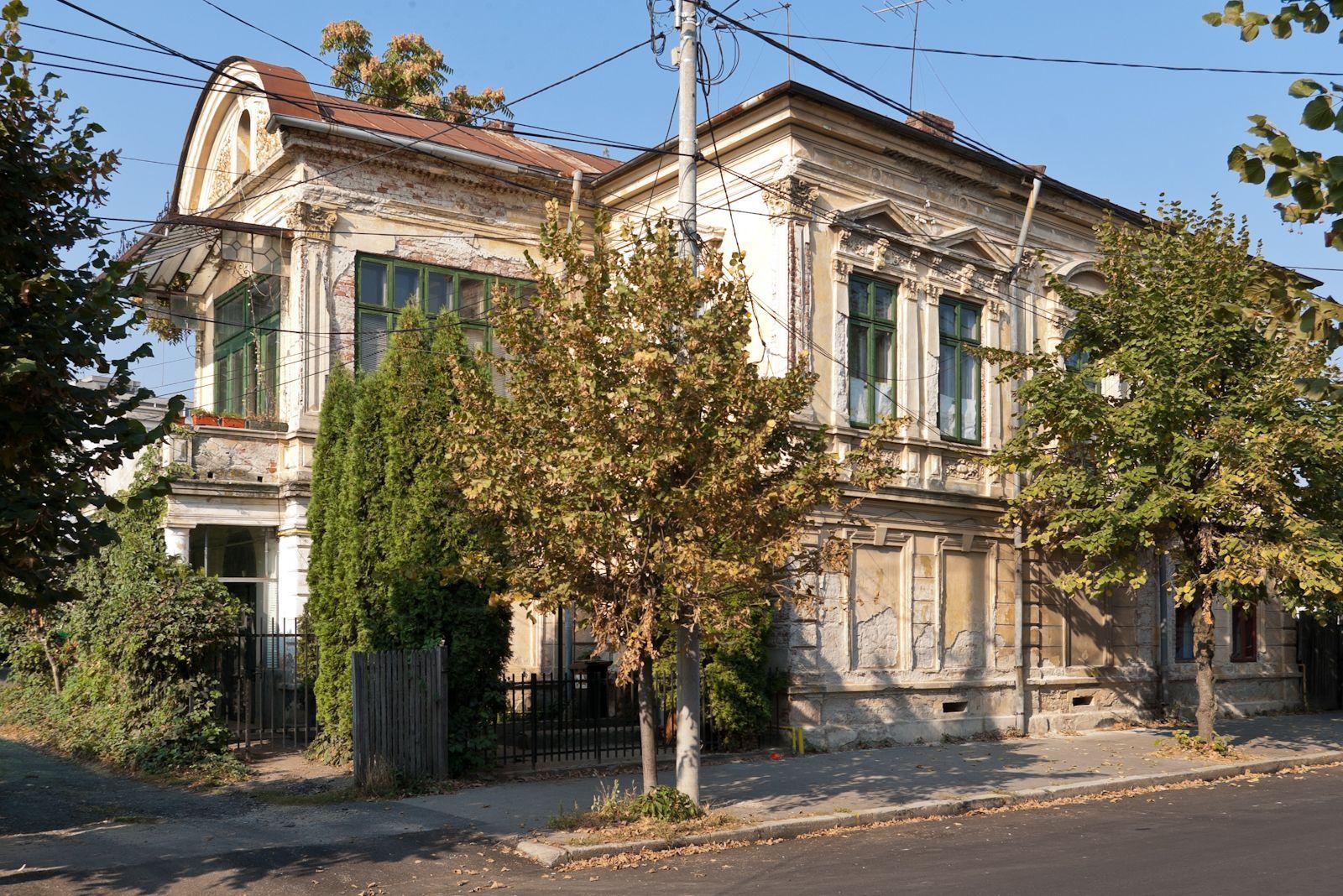 Casa Balotă (sec. XVII - XIX), Strada Kogălniceanu Mihail 16, Pitești