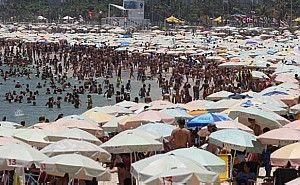RIO de JANEIRO - BRASIL - PRAIA de COPACABANA - Cidade tem a sensação térmica de 49°C. A temperatura foi a mais alta desde 1915.Tasso Marcelo/Estadão.
