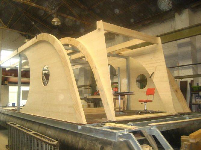 hausboote ponton schwimmk rper und wasserfahrzeuge wohnen auf dem wasser boat pinterest. Black Bedroom Furniture Sets. Home Design Ideas