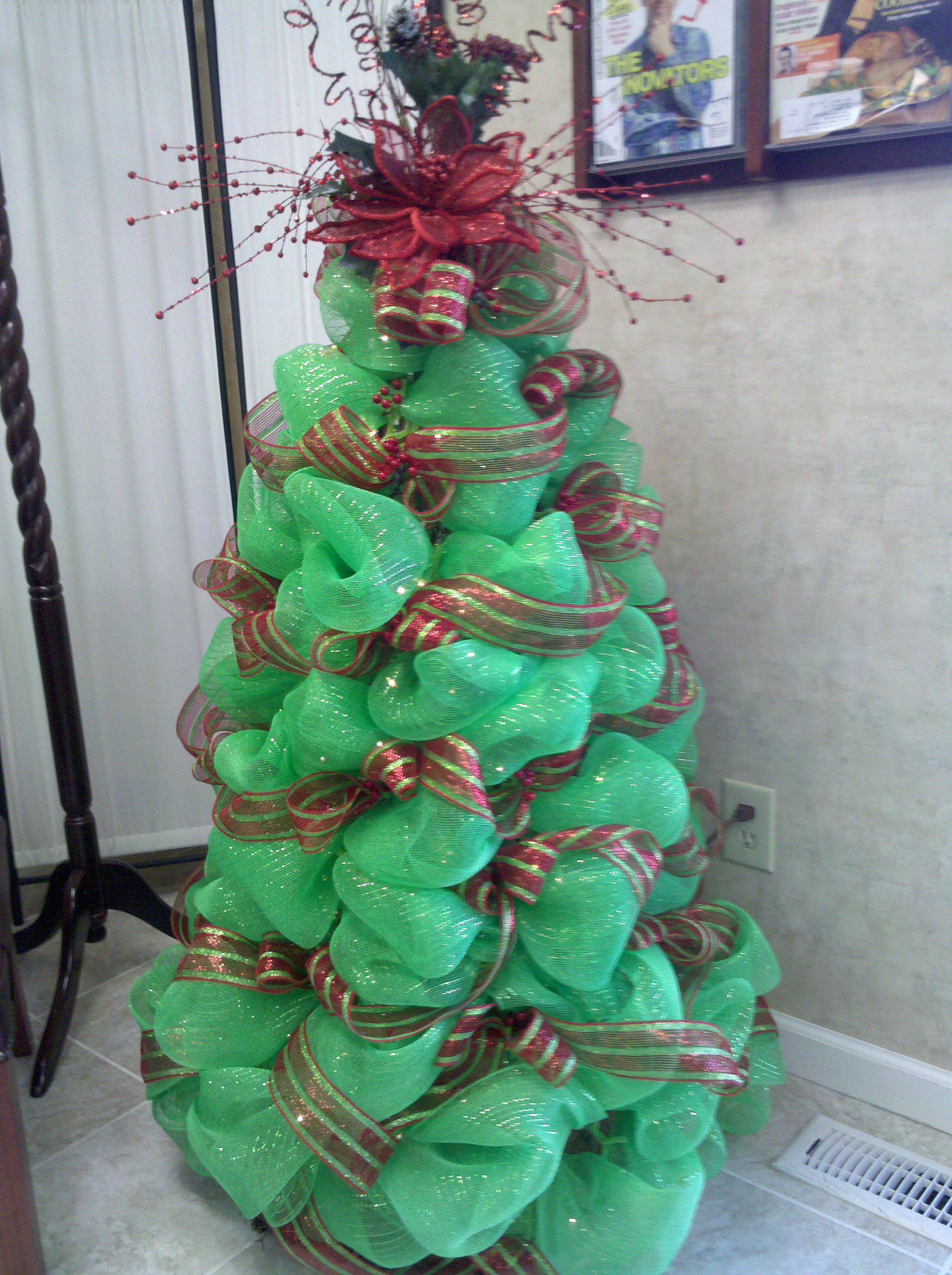 How To Decorate Christmas Tree With Poly Mesh Ribbon : Deco mesh christmas tree so much fun to make wreaths