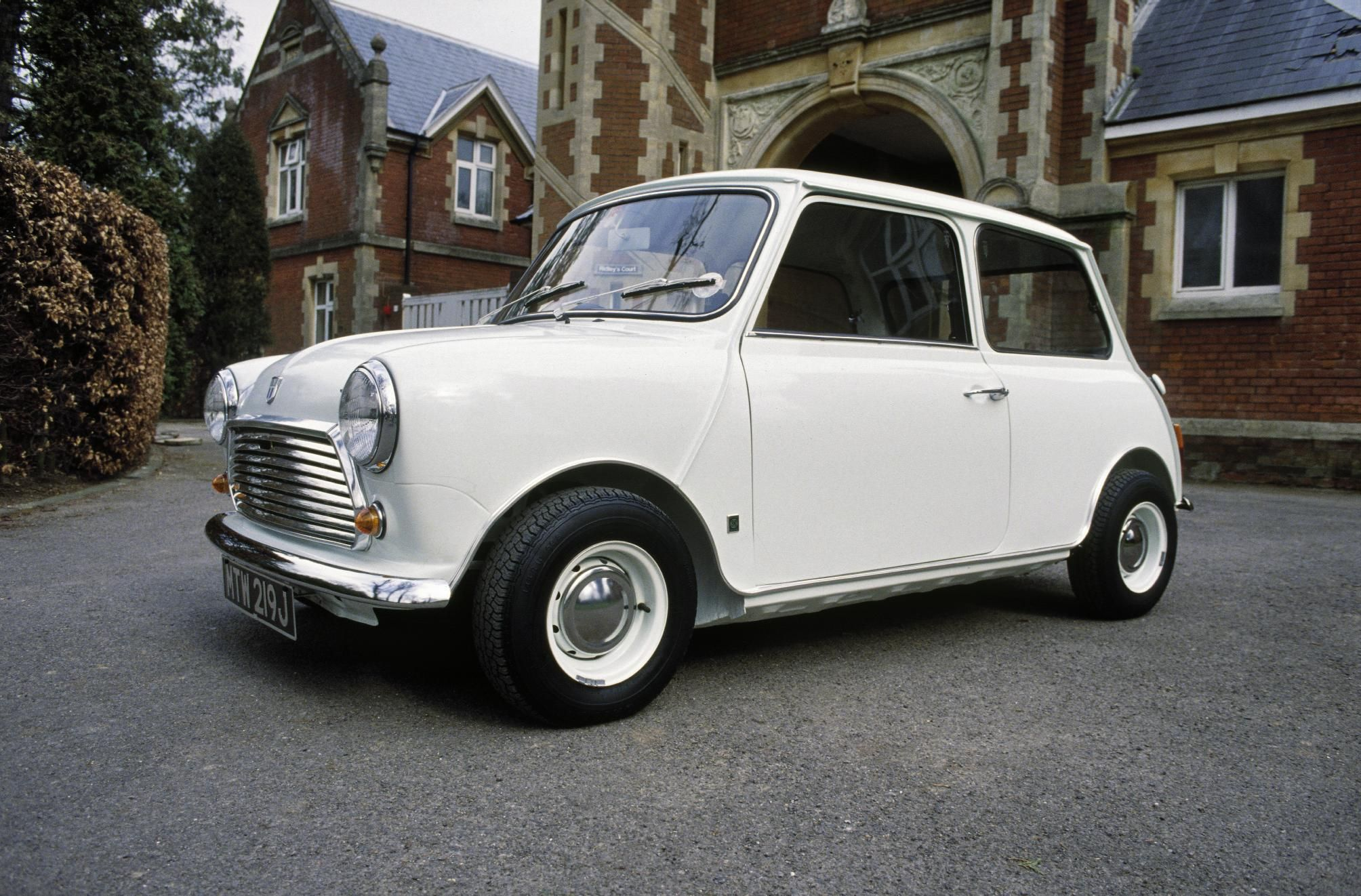 Classic old Minis - Google Search | BRITISH CLASSIC CARS ...