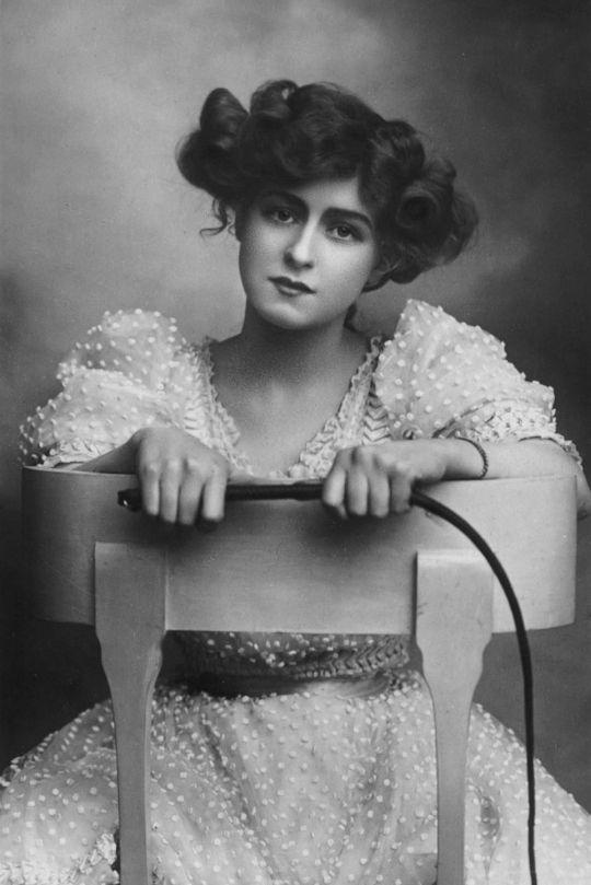 "vestatilleys: ""Gabrielle Ray in ""The Little Cherub"", 1906. """