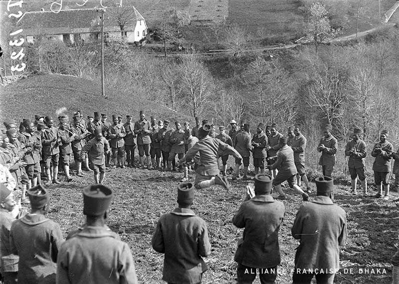 Senegalese infantrymen (tirailleurs sénégalais) of the 44e BTS (44th Battalion of tirailleurs sénégalais) dancing in their cantonment. Bourbach-Le-Haut, Haut-Rhin, Alsace, North-Eastern France, April-May 1918.