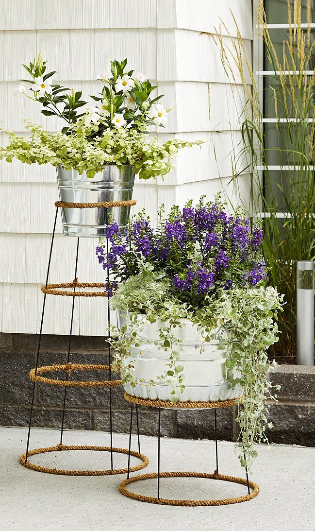 Make This Creative (and Inexpensive!) Plant Stand In An Afternoon #diyplantstand