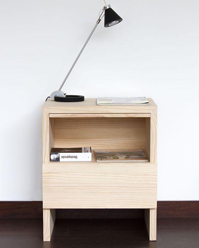 El Velador V20 está fabricado en madera de pino sólida. #1a10design ...
