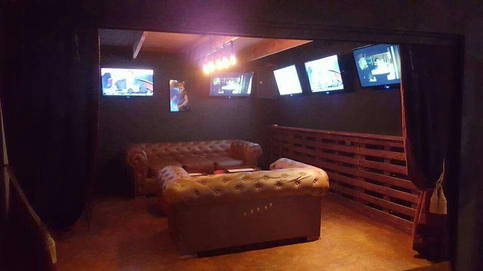 Man Cave Jaco : Muebles fabricados para un bar en jaco costa rica