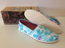 New Women's Toms Classic Canvas- Blue Palm Trees