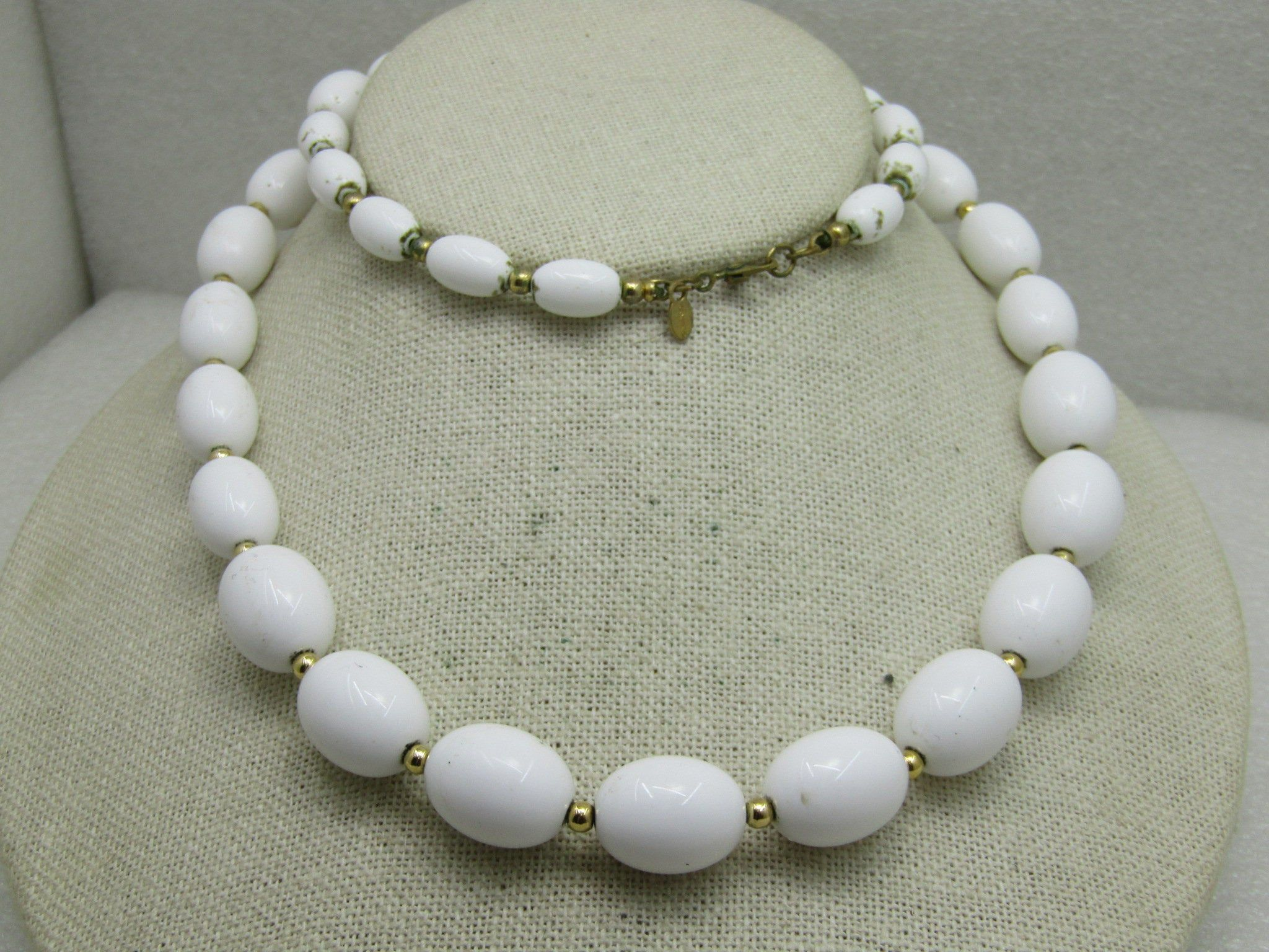 White Resin Beaded Necklace by Monet Single One Strand Round Beads Gold Seed Beads Details Vintage 1970/'s Costume Jewelry