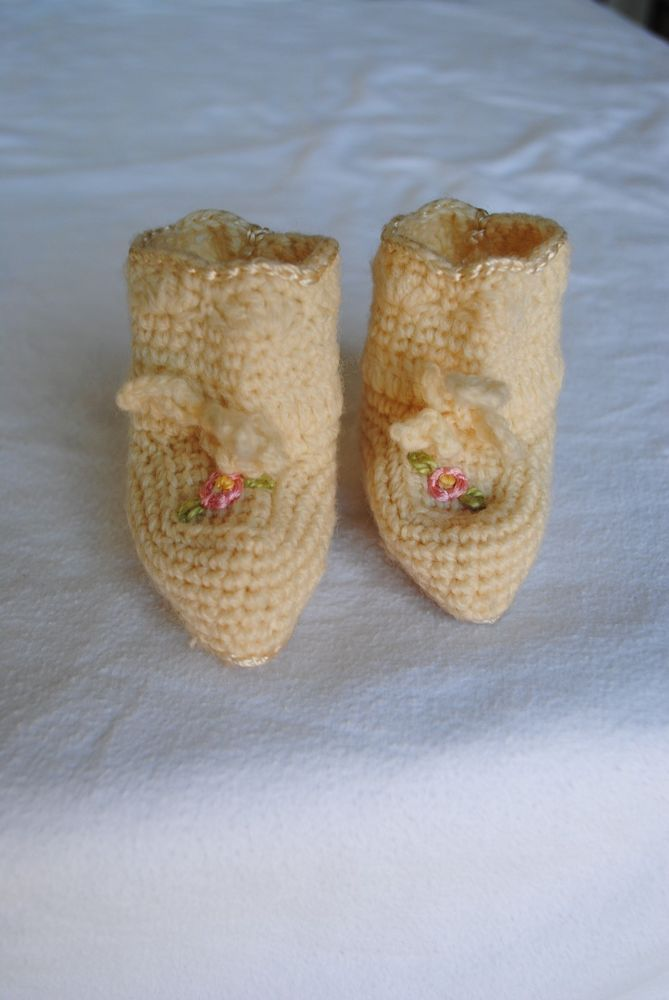 Vintage Knit Baby Booties Ivory w Pink Flowers 1950s Newborn Size