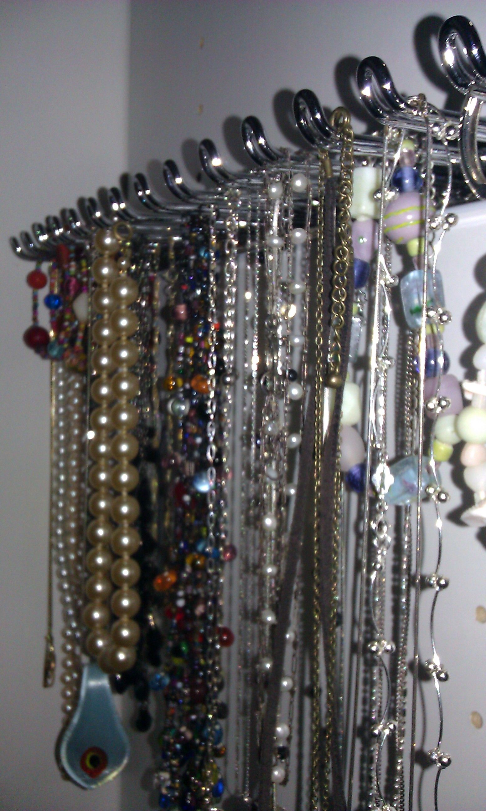 Belt rack used to store necklaces