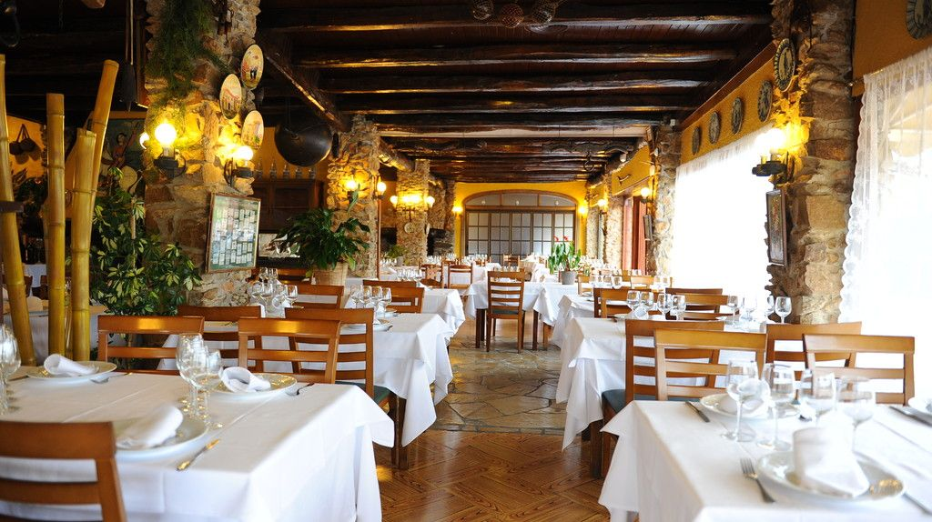 Restaurant El Celler De La Masia Sant Climent De Peralta White Table Cloth Table Cloth Table Decorations
