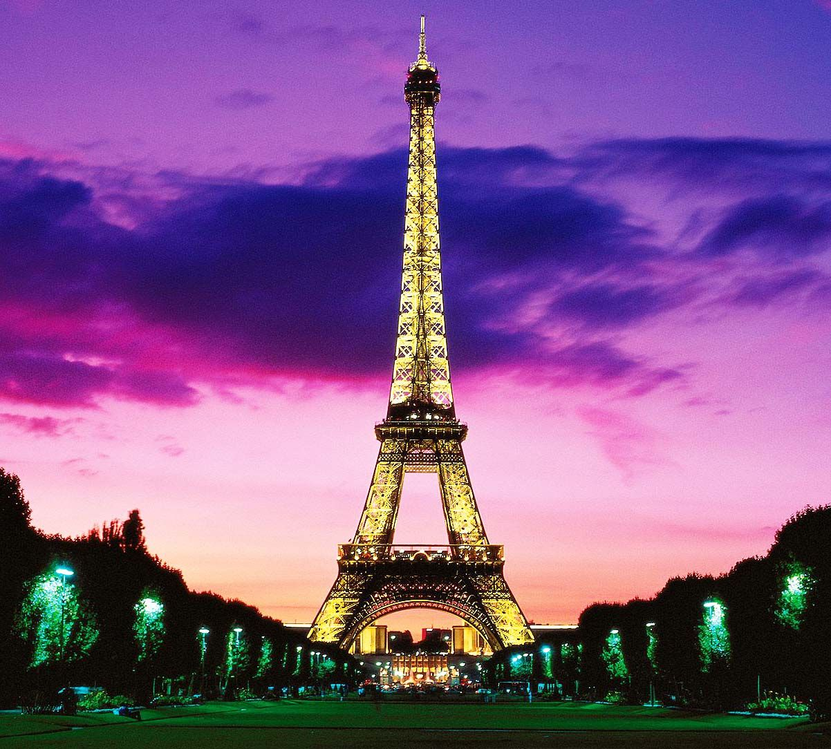 Eiffel Tower At Night Wallpapers Wallpaper Cave Menara