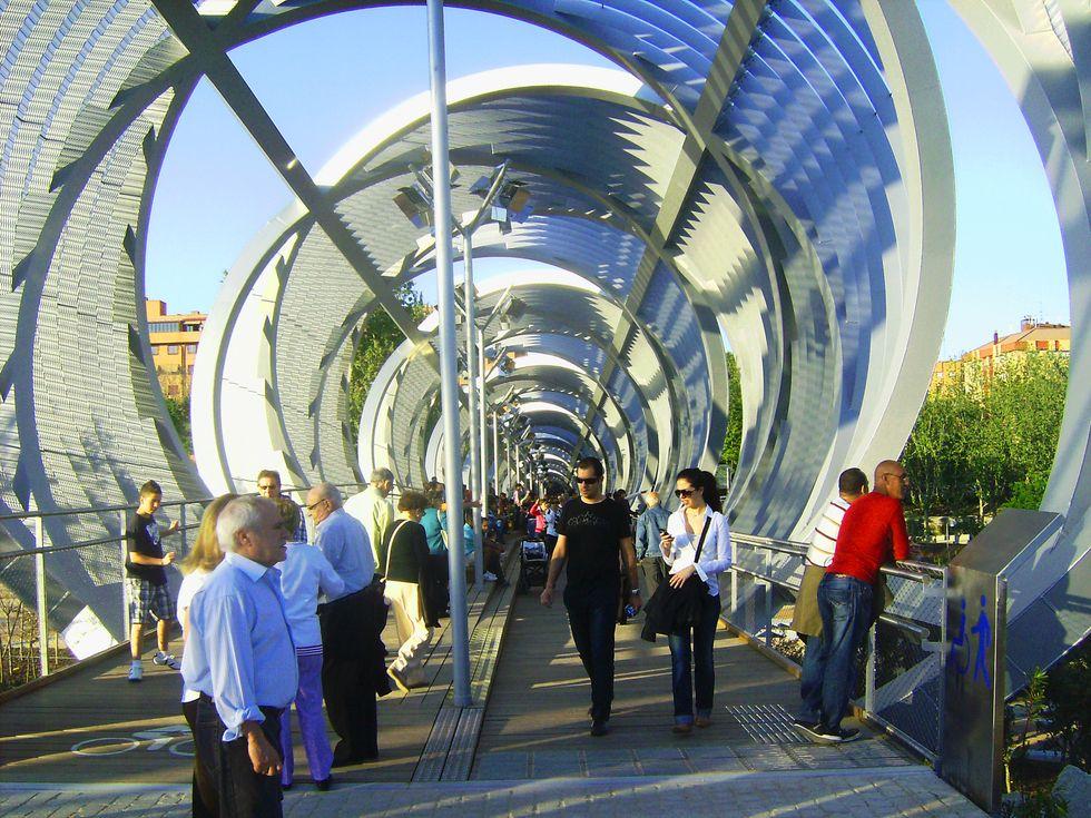 Foto Interior Del Puente Perrault De Madrid Rio En Madrid Madrid Rio Puentes Fotos