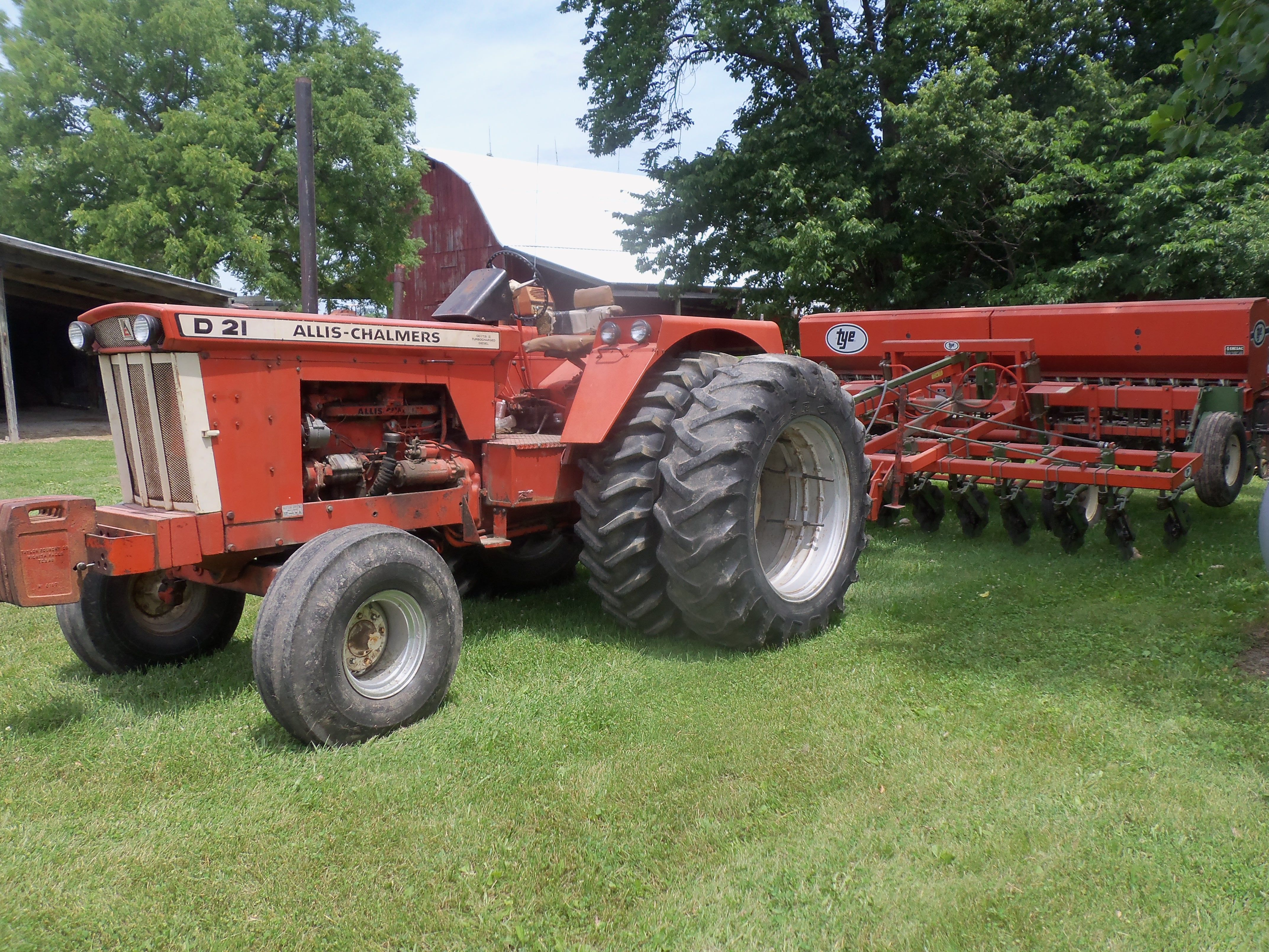 Allis Chalmers D21 Series 2 hooked to Tye soybean planter ...
