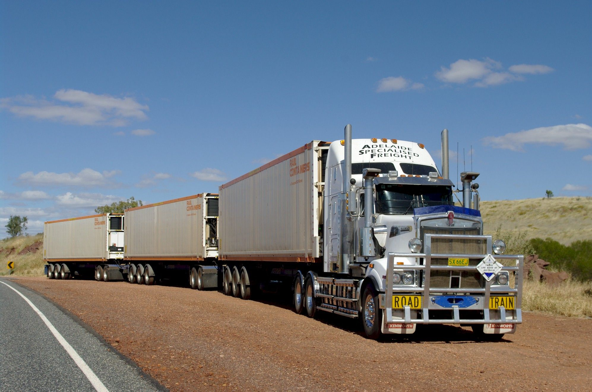 Pin by Ciprian Bismark on Trucks Australian | Trucks, Road ...