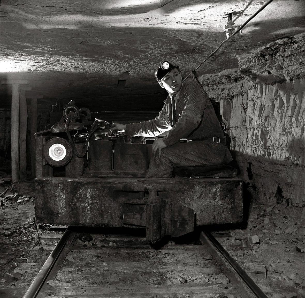 Coal Miner At Mountour 4 Mine S 17 Vintage Photos