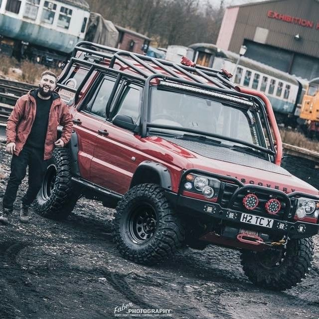 Land Rover Discovery Off Road Accessories: Owner: Tom Cooper Photographer: @faber_photography