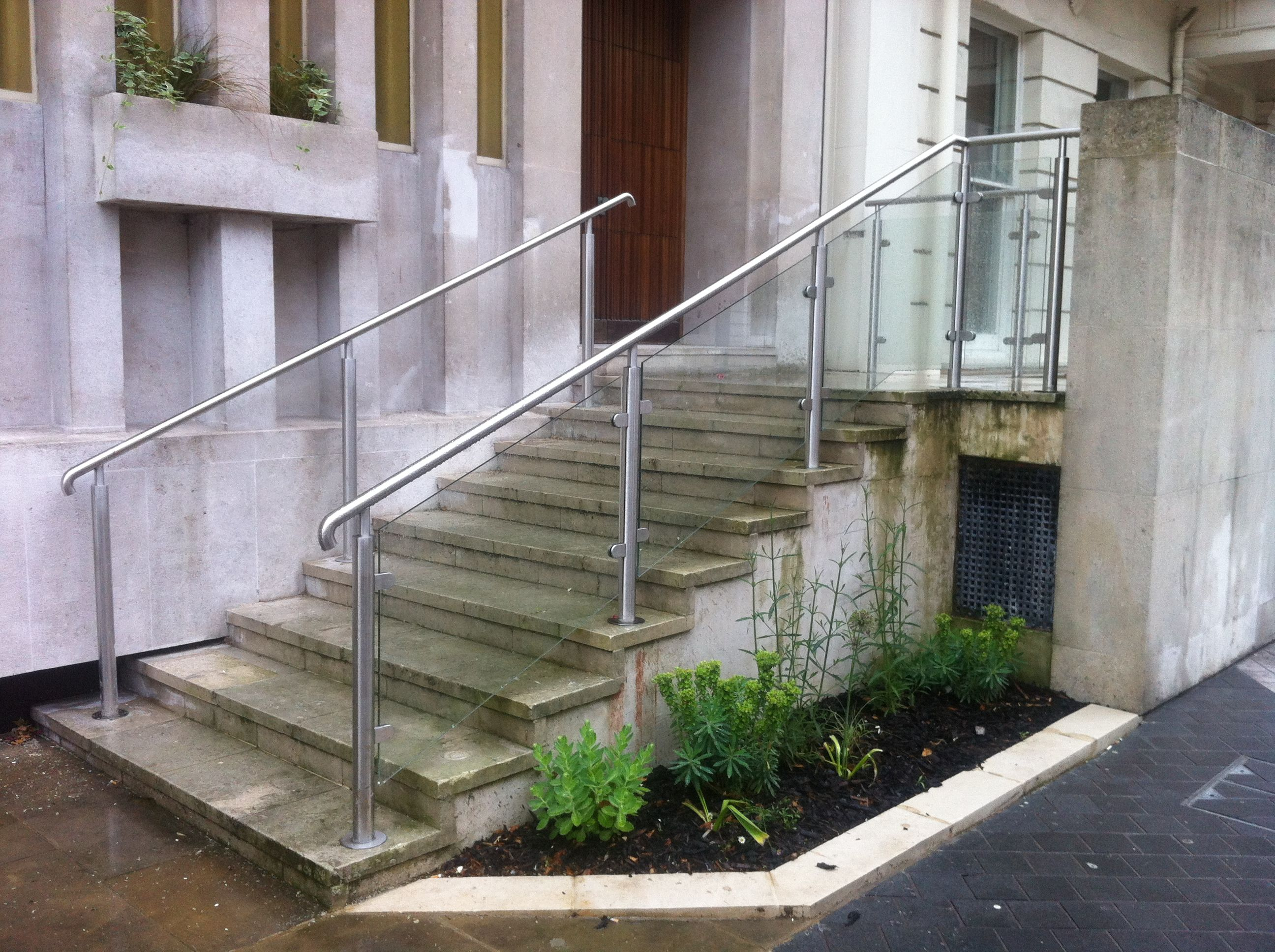 Best Glazed Balustrade System At Hyde Park London Structural Balustrade To Outer Side And Stainl 400 x 300