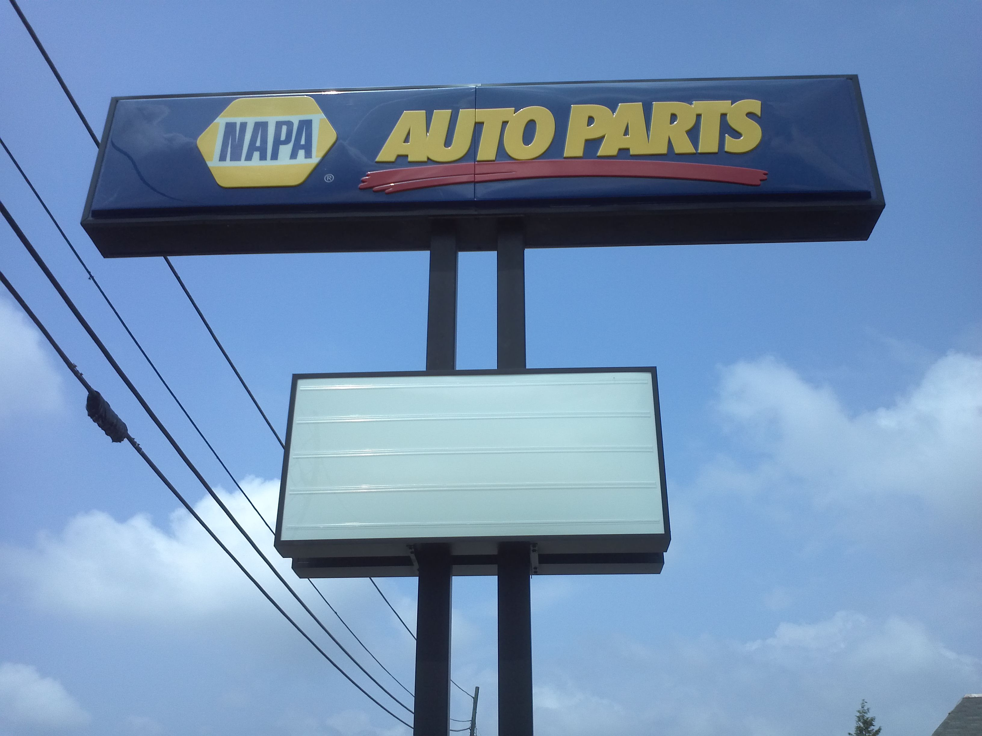 Napa Auto Parts Pylon And Reader Board Sign Napaautoparts Businesssign Commonwealthsign Commonwealthsignco Louisvilleky Sign Company Business Signs Signs