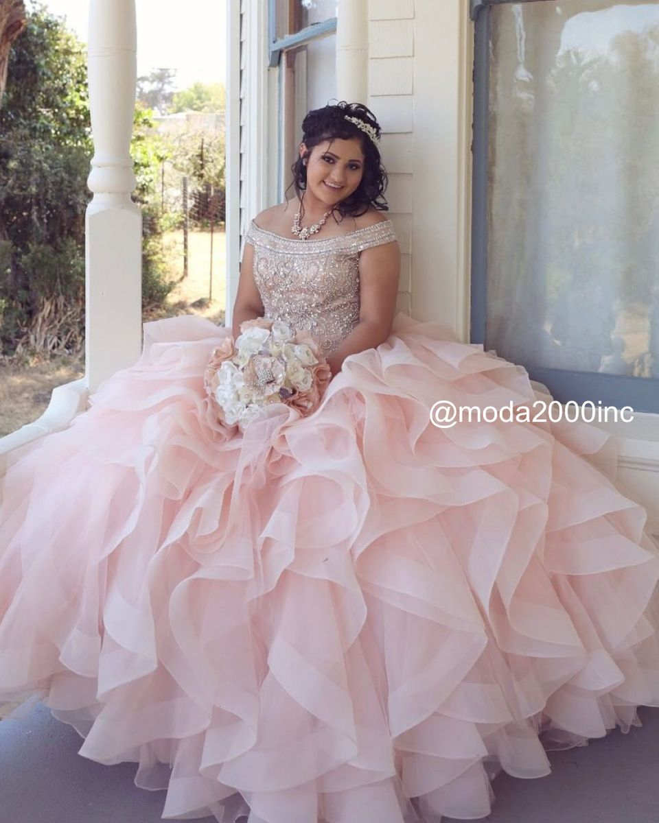 Blush Pink And Silver Off The Shoulder Quince Dress With Ruffles In 2021 Dresses Quinceanera Dresses 15 Dresses [ 1200 x 960 Pixel ]