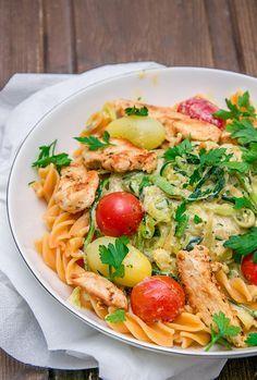 Gesunde Zucchini-Pasta mit Hähnchen in Frischkäsesauce #zucchininoodles