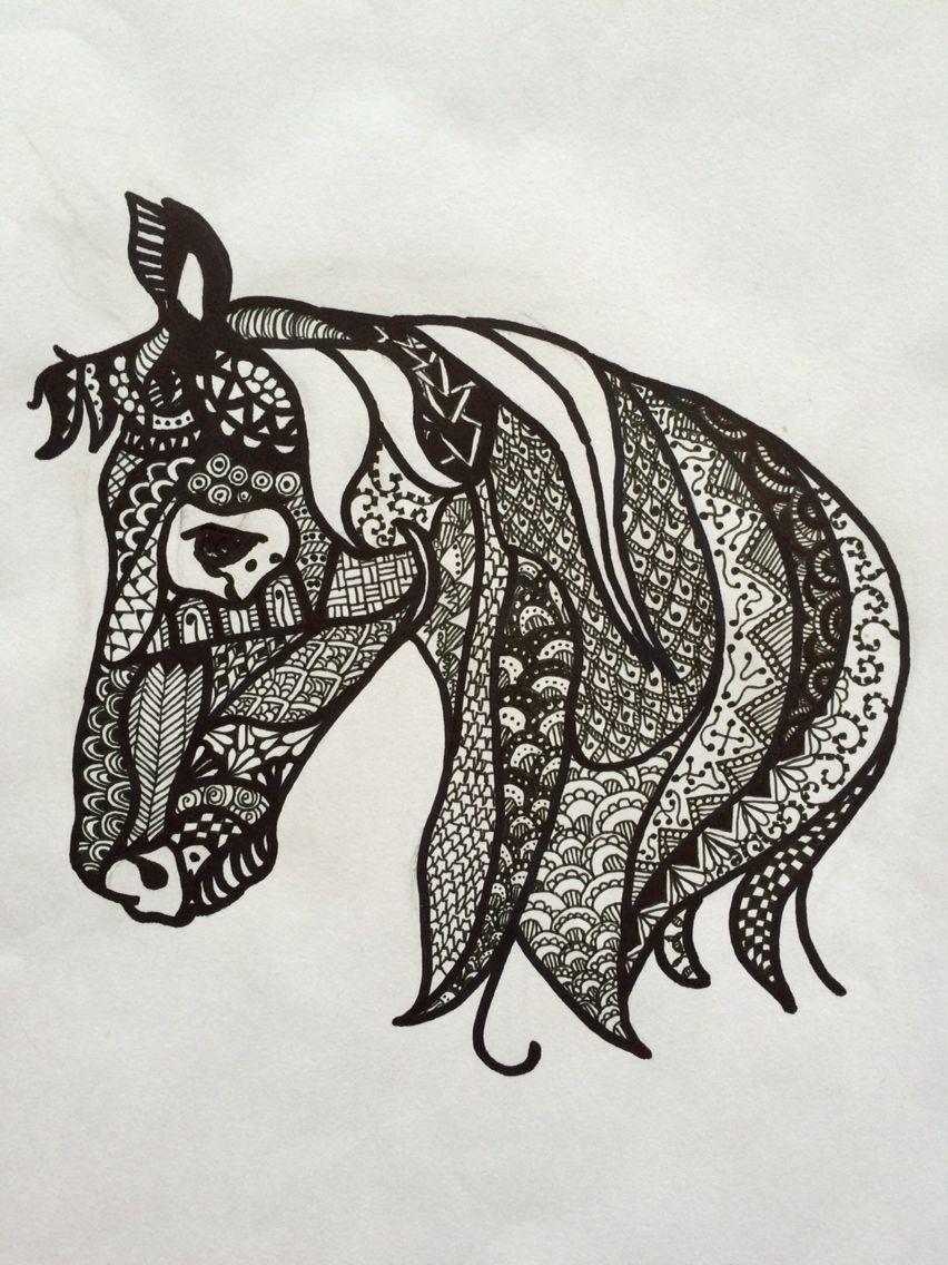 Cavalo desenhado em papel com caneta permanente. Horse drawing in paper with sharpie pen.