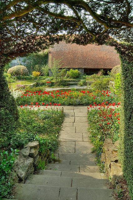 GREAT DIXTER garden by CHRISTOPHER LLOYD, NORTHIAM, UK #gardendesign