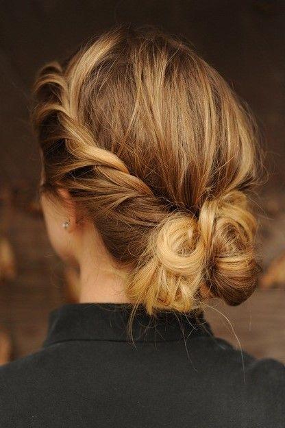 Haar los of vast? In deze foto om hoog maar toch elegant en speels! #hairstuyle #business #chic