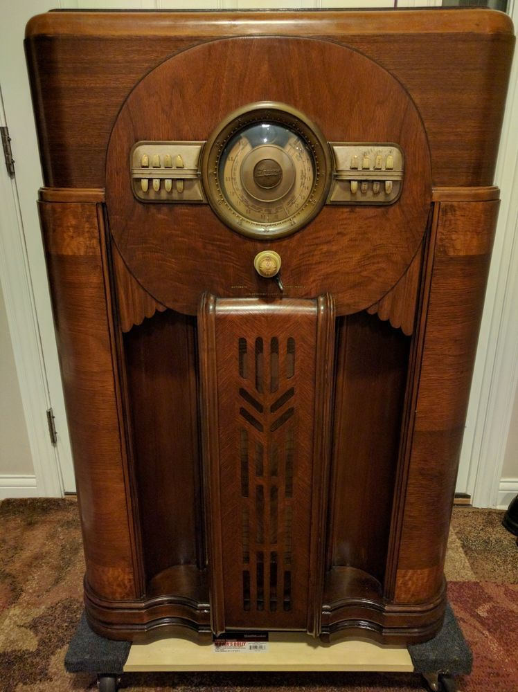 Zenith 12 S 471 Console Floor Shutter Dial Radio 1940 Video Of It Playing Antique Radio Vintage Radio Golden Age Of Radio