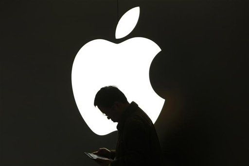 Apple clamps down on calling apps in China to obey local