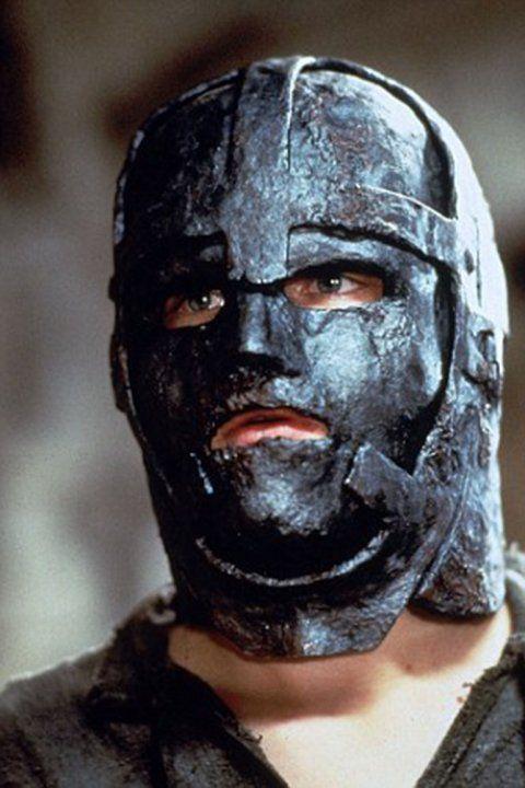 Un historiador identificó al hombre encerrado en la máscara de ...