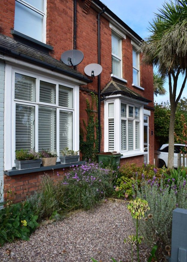 Adding Curb Appeal To Small Front Yard Gravel And Plants Uk Terraced House Small Front Yard Landscaping Terrace House Exterior Small Front Garden Ideas Uk