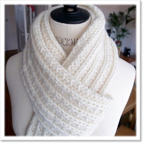 tricoter une grosse echarpe snood pinterest echarpe. Black Bedroom Furniture Sets. Home Design Ideas