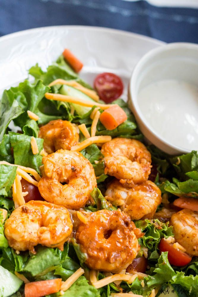 This buffalo shrimp salad takes about 10 minutes to make and is simple to throw together for a quick, healthy lunch. A perfect option for when you are on th #buffaloshrimp