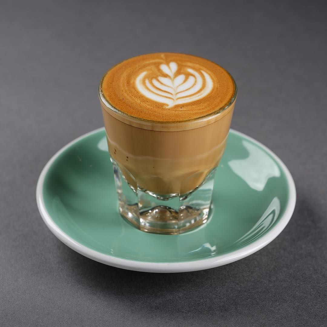 كورتادو Cortado عندما تتساوى القهوة مع الحليب يحدث التوازن بين الطعم والمتعة Iced Latte Latte Cold Coffee