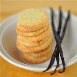 Vanilla Bean Cookies: Turn your days into relaxing, comforting cozy feelings of sugar cookies coming straight from the oven. The scent is a delicious blend of caramel, vanilla, and rich comforting cream. Compare to Vanilla Bean Noel by Bath & Body Works.