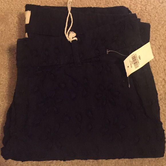 Old navy pixie pants navy lace pattern Ankle length. Tags attached never worn. Daisy lace texture/pattern. Perfect for summer/spring Old Navy Pants Ankle & Cropped