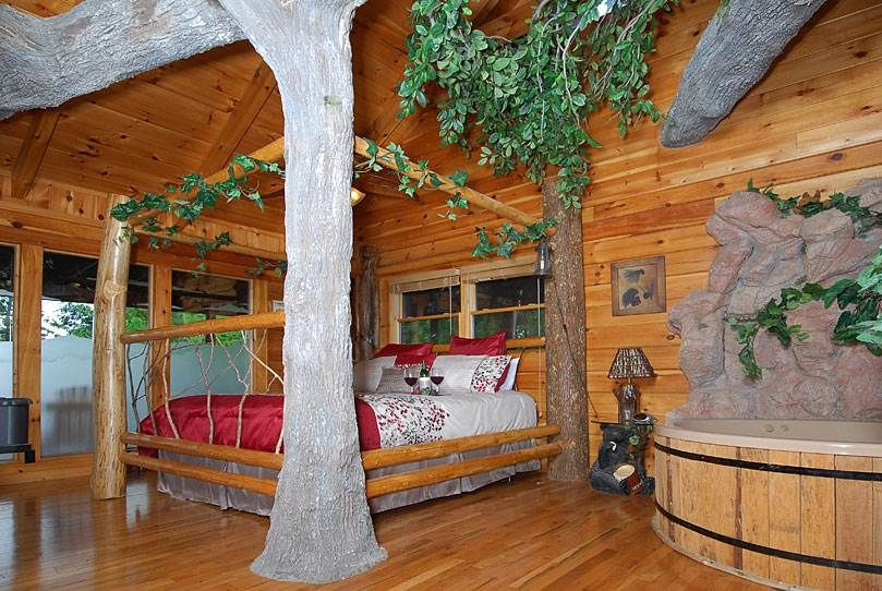 Cabins In Pigeon Forge And Gatlinburg Tennessee Cabin Rentals Log Cabin Rustic Tree House