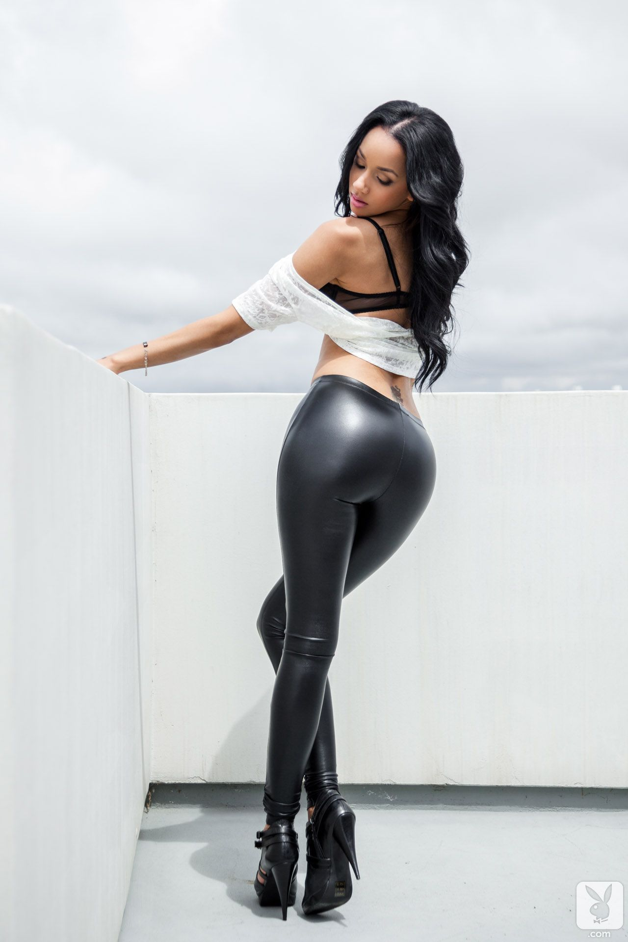 Big ass milf in black leggings