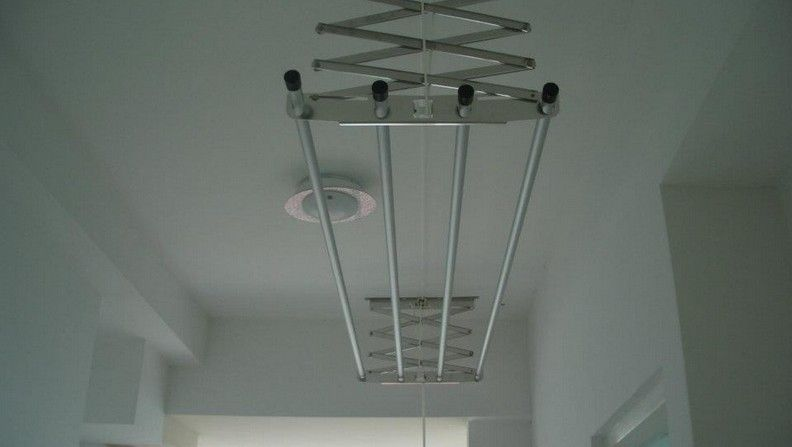 Laundry Retractable Clothes Line Rack Attached To