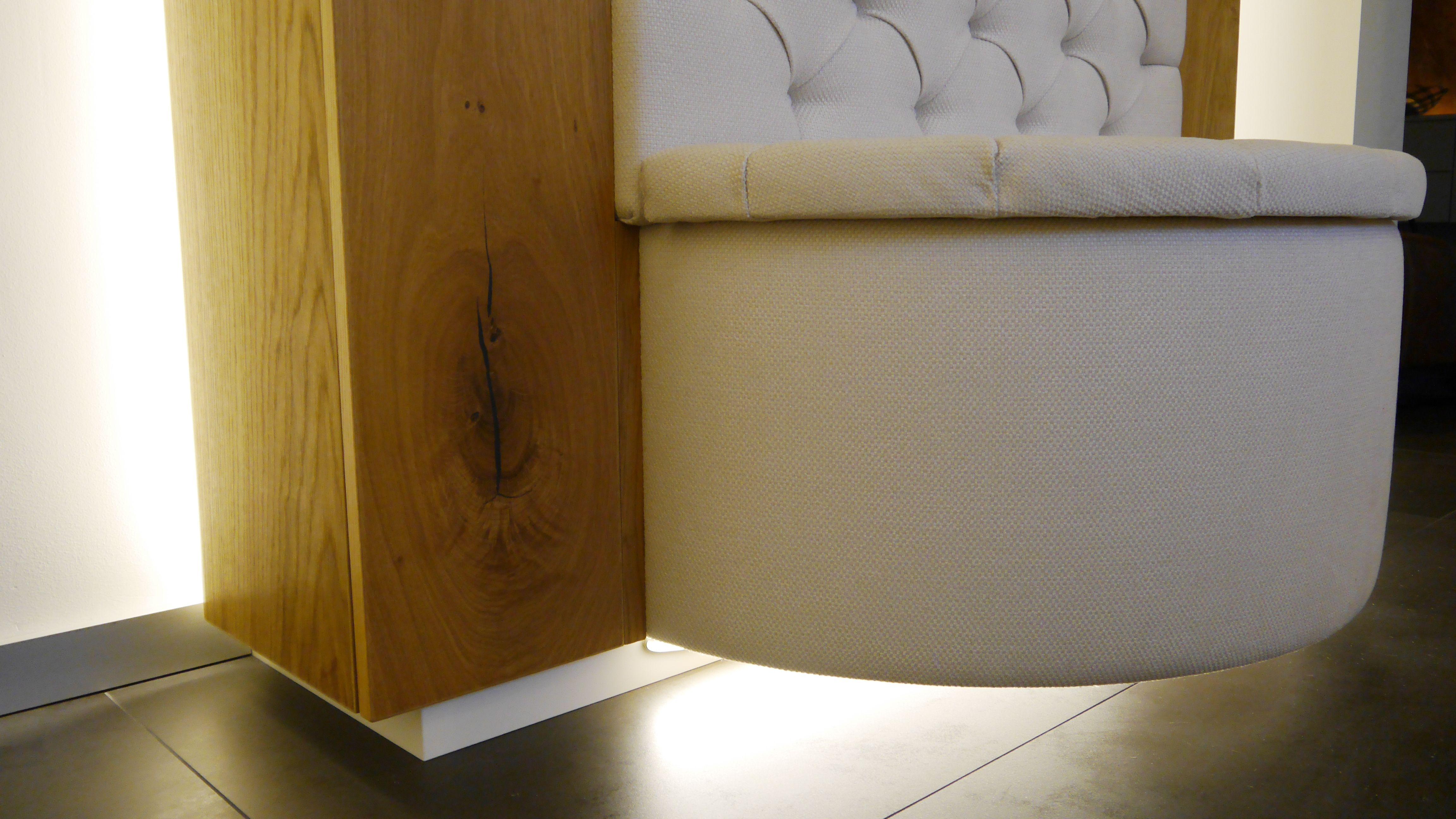 Sockelbeleuchtung Und Indirekte Beleuchtung Hinter Dem Mobel Innenarchitektur Mobel Nach Mass Innenturen