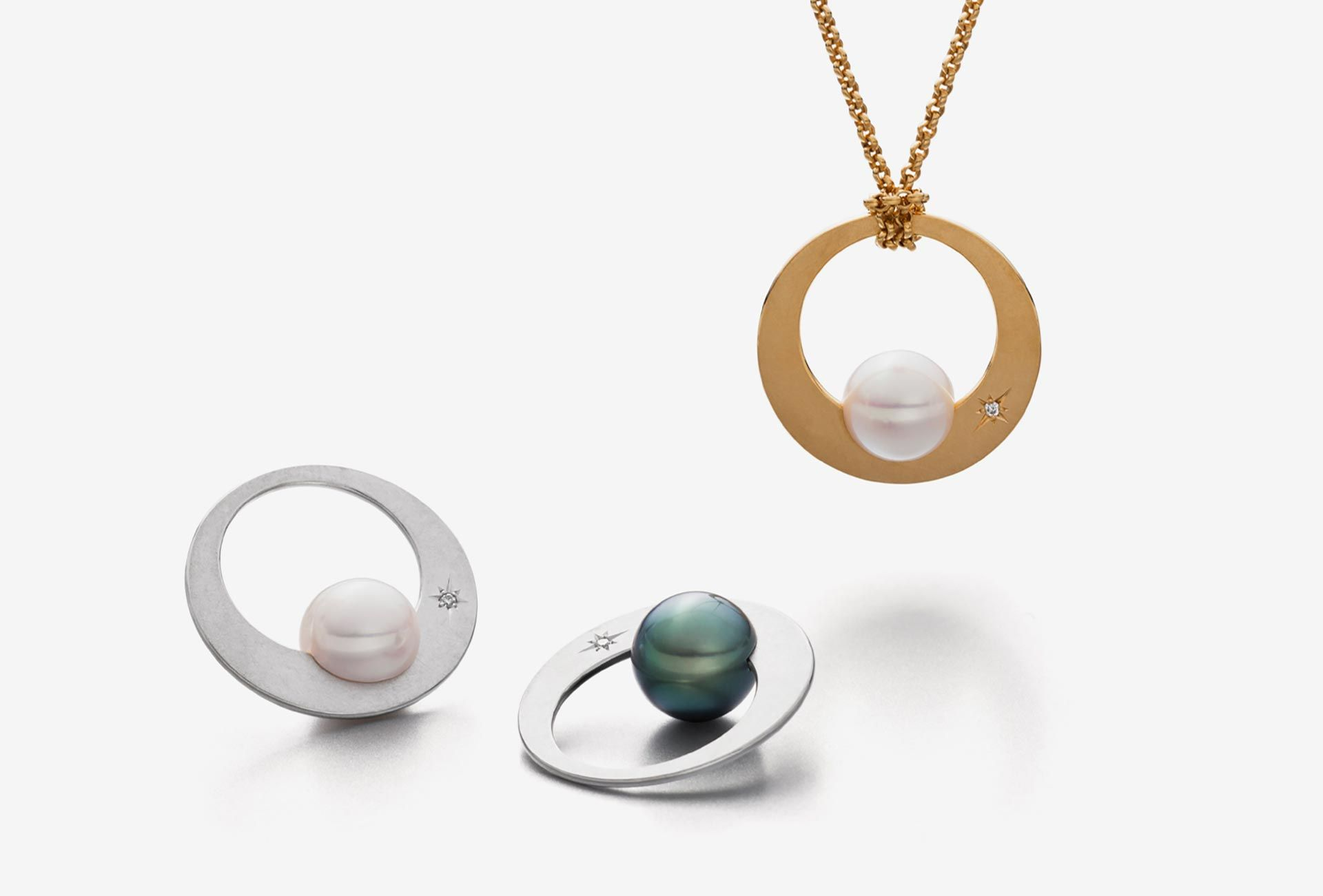 <em>Alma</em> pendant and rings. Freshwater pearls, Tahitian pearls, silver gold plated and silver