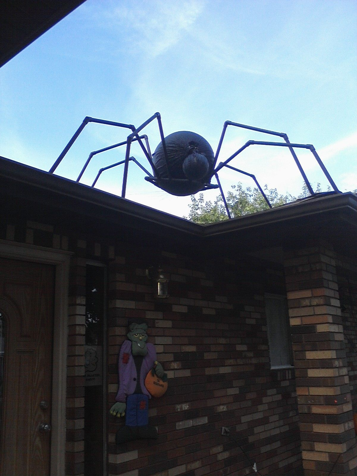 huge pvc spider would be awesome when i have a house i love decorating for halloween. Black Bedroom Furniture Sets. Home Design Ideas