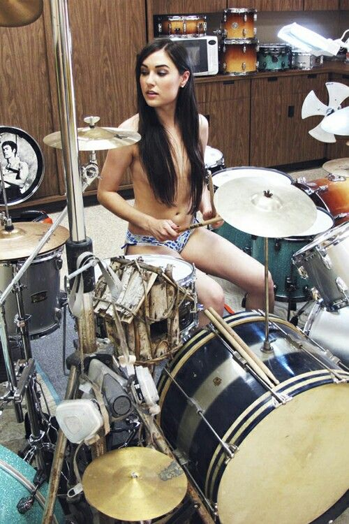 Naked girls and drums