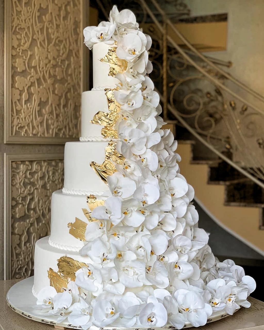 Fancy Wedding Cakes Wedding Cakes Weddingcakes Cake By Melodia Vkusa Cakedec Cake Cakedec Ca In 2020 Floral Wedding Cakes Dream Wedding Cake Gold Wedding Cake