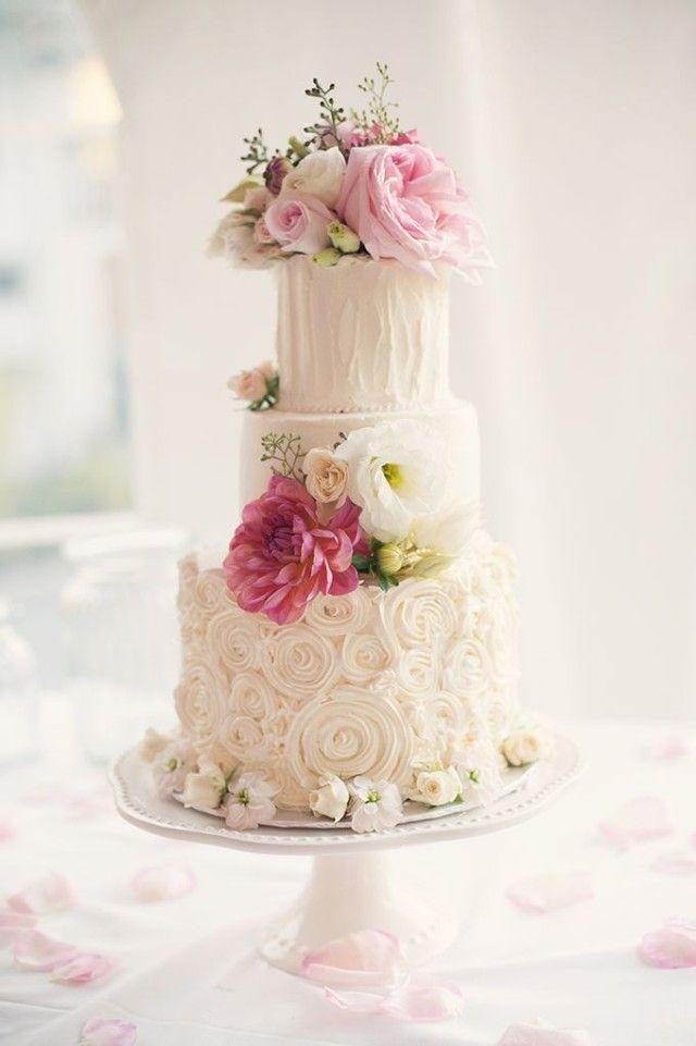 Svadobná torta – V záplave kvetov