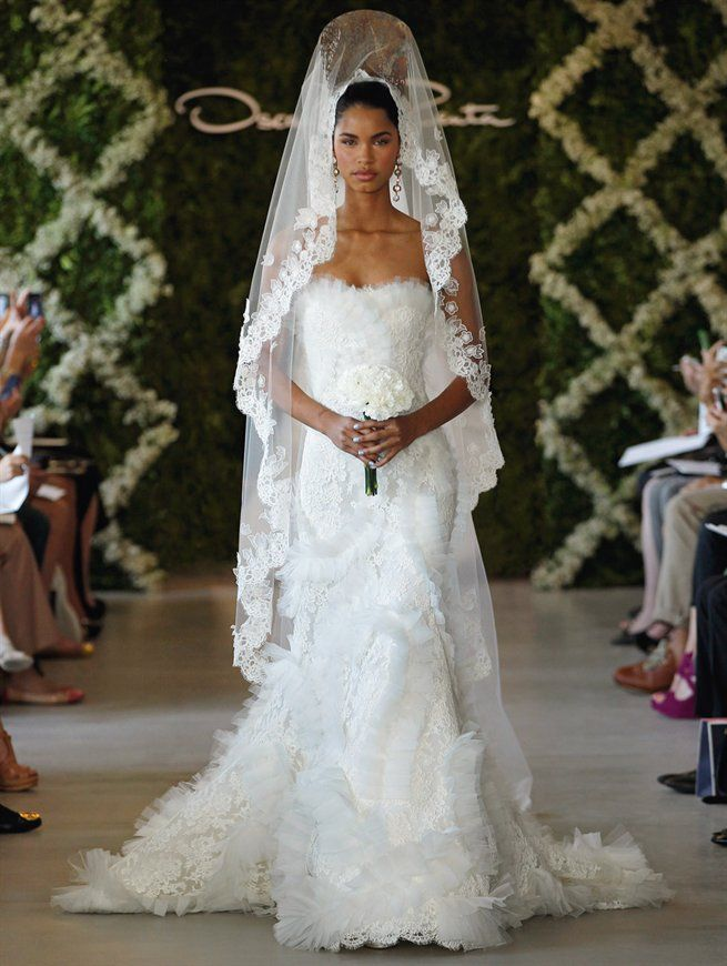by designer 'Oscar de la Renta', novias Look...Modern Spanish style wedding dress....Catalog CasarCasar...