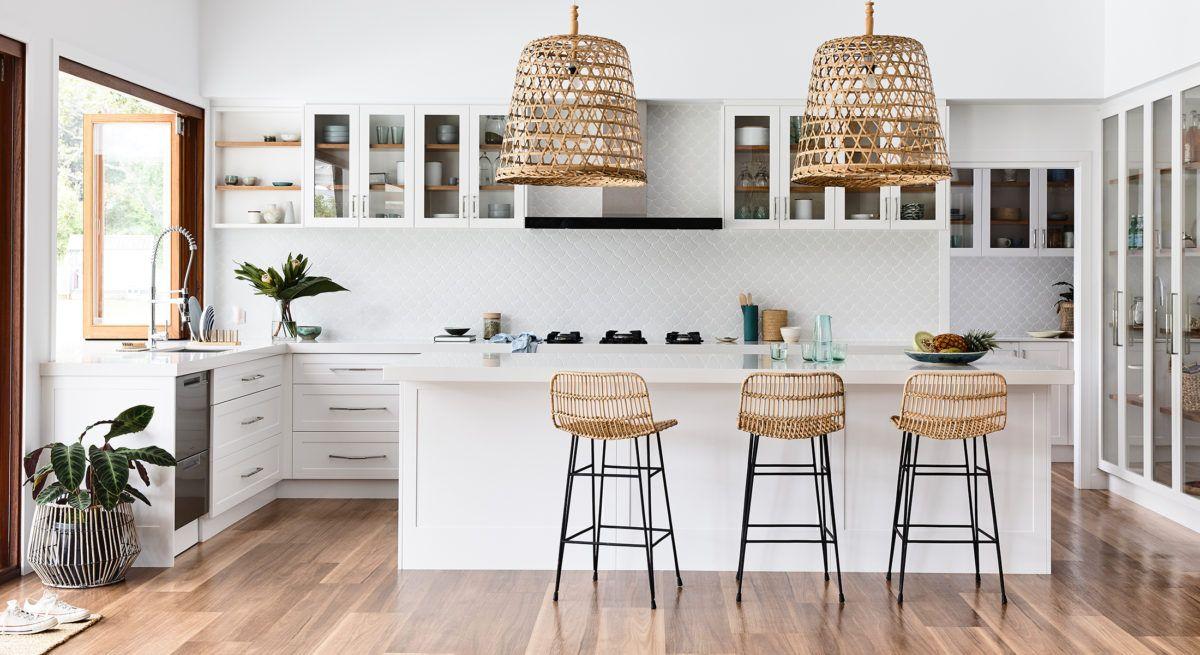 Coastal Kitchen in 2021   Beach style kitchen, Kitchen ...