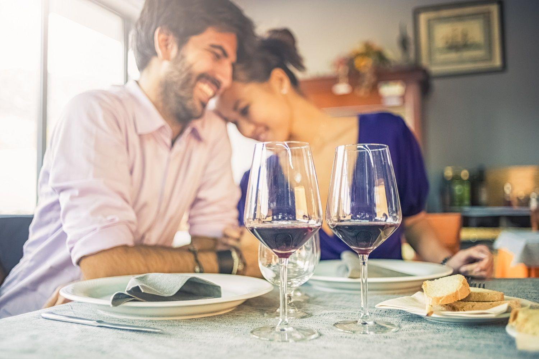 Some Of The Most Romantic Restaurants In Savannah Ga Presidents Quarters Inn Savannah Ga Romantic Restaurant Funny Dating Quotes Romantic Things To Do