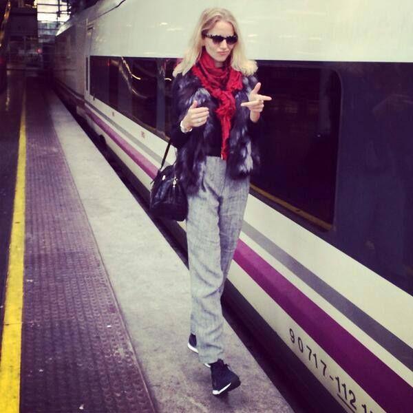 """Rumbo a mi querida ciudad para presentar mi libro """"Vestir con estilo""""  Hoy a las 19 horas en Fnac Sevilla ¡Os espero!"""